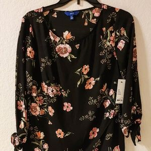 $40 NEW W/TAG WOMAN FLORAL BLOUSE SIZE S